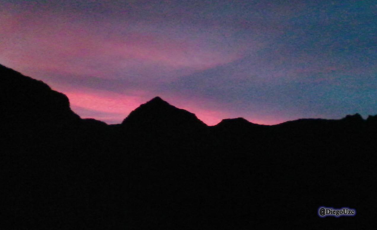 Esperando el amanecer que va matizando el cielo