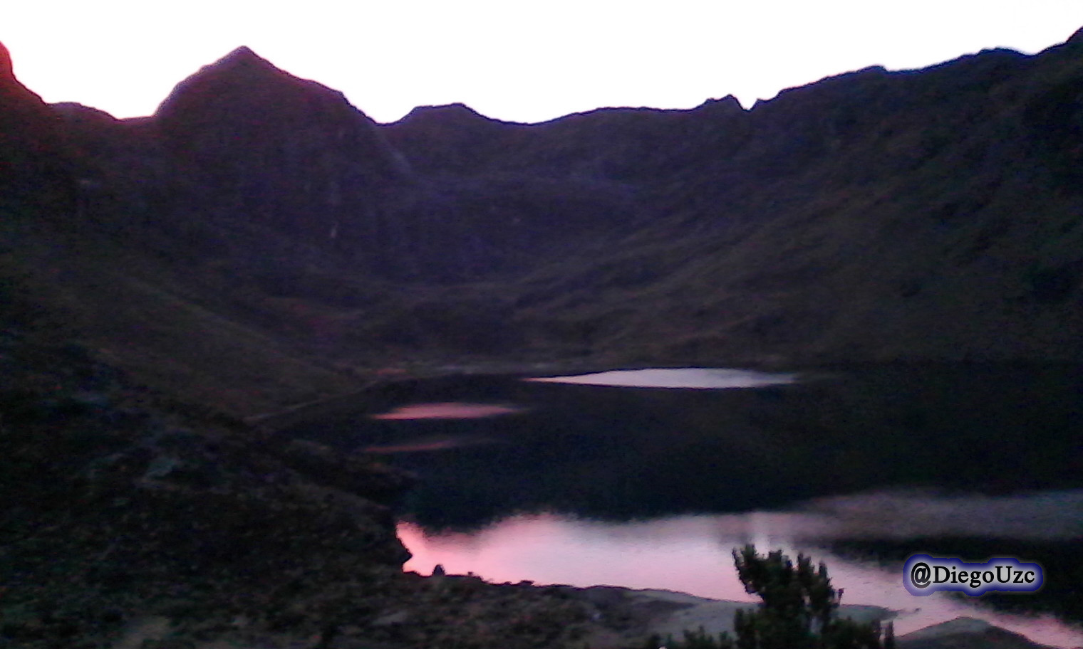 Laguna Santo Cristo al amanecer