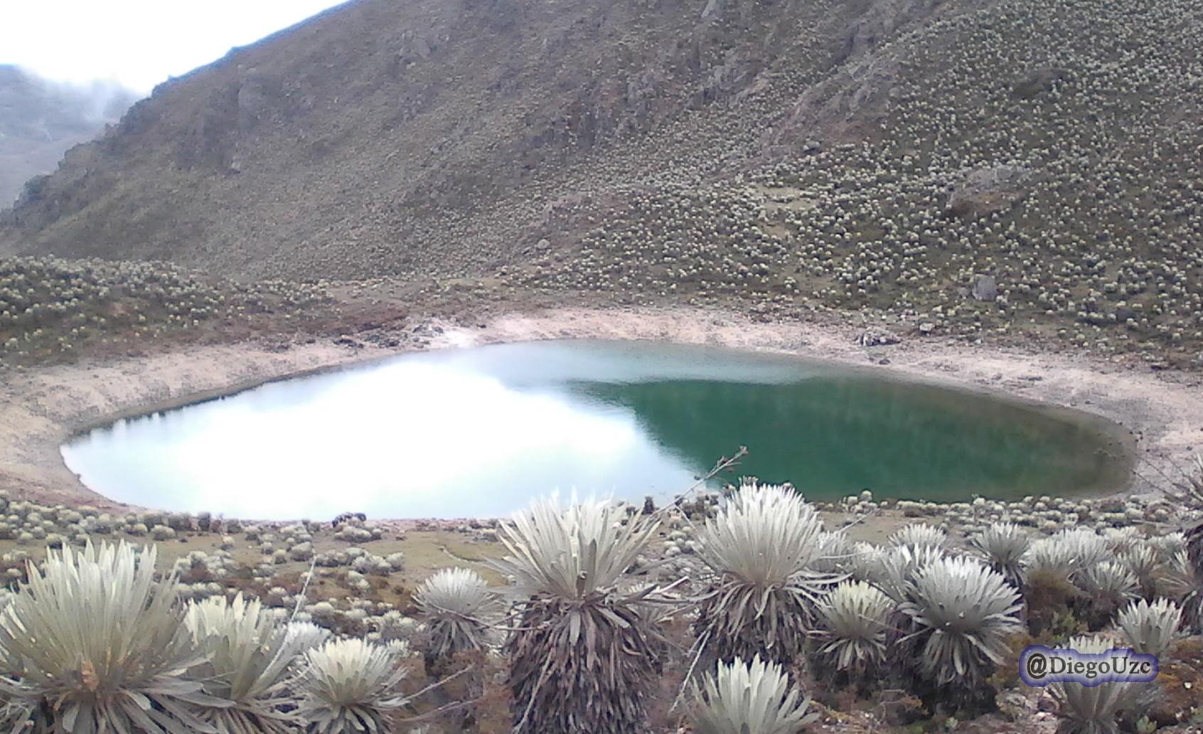 Laguna cerca del Alto de Misteque