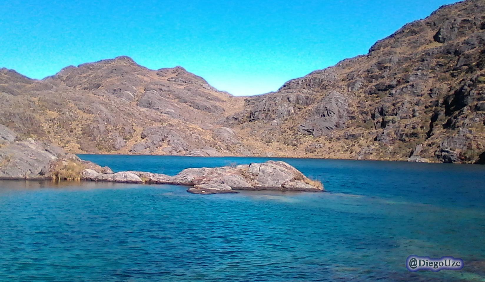 Laguna El Añil. Una de las lagunas Bravas de Las Piñuelas.
