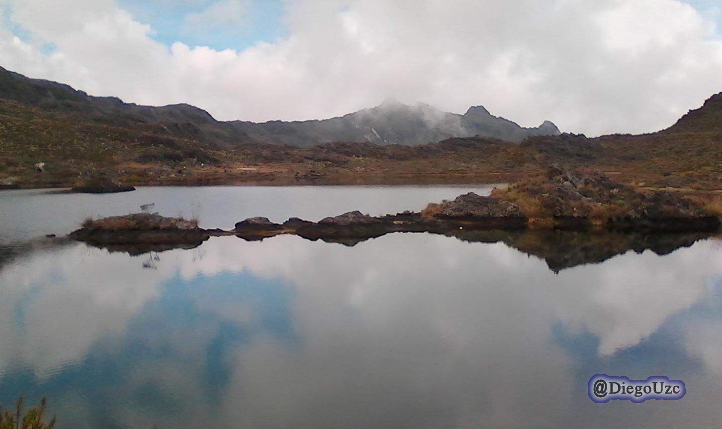 Laguna Torremoto al descender el Alto de Santo Cristo