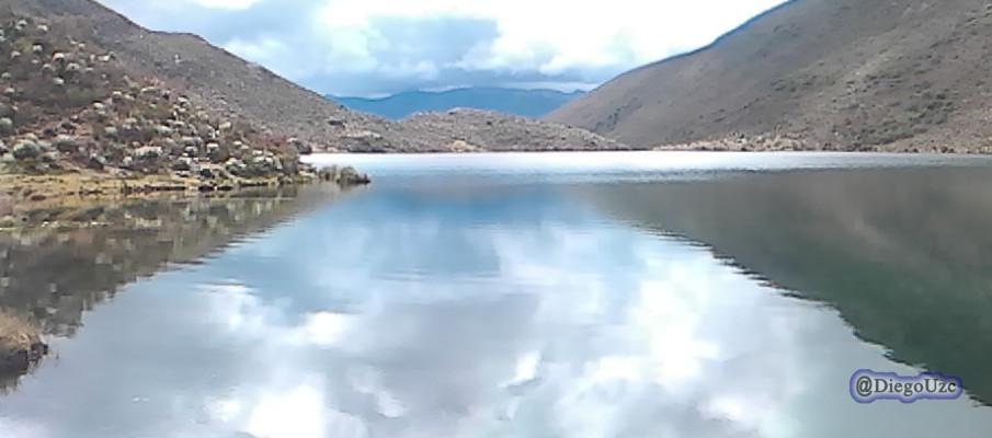 Reflejos en una de las Lagunas de Michurao